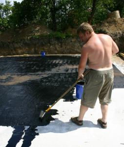 Покрытие крыши битумной мастикой