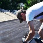 Узнайте, как правильно покрыть крышу вашего гаража рубероидом