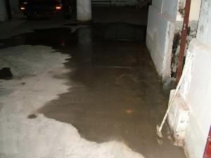 Наклонный пол в подвале