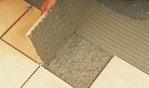 Нанесение клея на поверхности