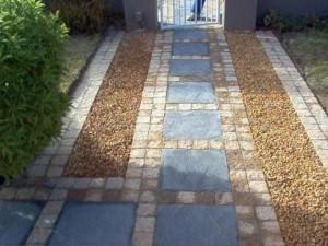 Мозаичное расположение тротуарной плитки