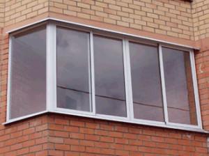 Застекленный балкон: вид снаружи