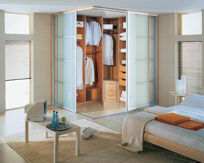 Спальня с гардеробной комнатой фото
