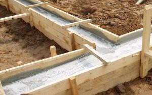 Заливаем опалубку бетоном