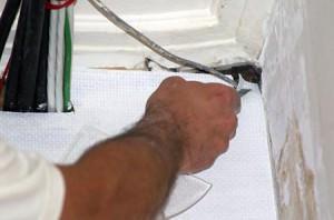 Подготовка углов для обой из флизелина