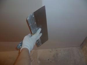 Шпаклевание трещин на потолке