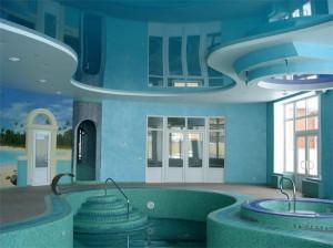 Многоуровневый потолок в бассейне