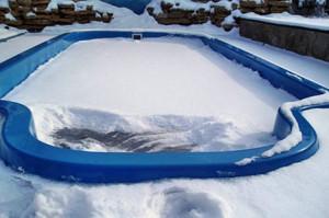 Бассейн под снегом