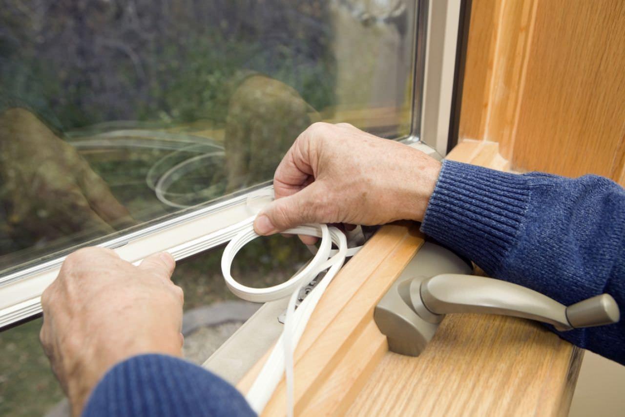 Как утеплить пластиковые окна на зиму своими