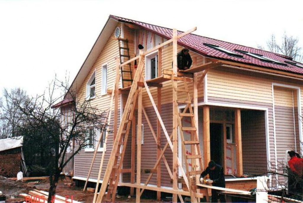 как сайдингом обшить деревянный дом видео