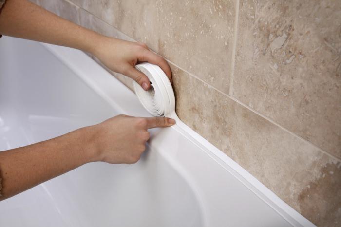 Заделать щель между ванной и стеной бордюрная лента