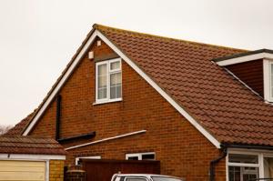 Устройство двускатной крыши — монтаж своими руками