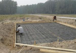 Как правильно залить фундамент под дом — пошаговая инструкция