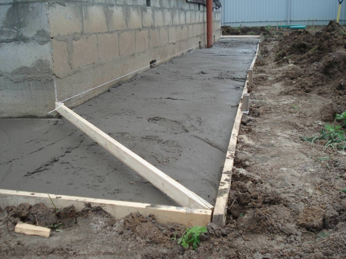 Бетонная отмостка вокруг дома как сделать (залить) отмостку из бетона 67