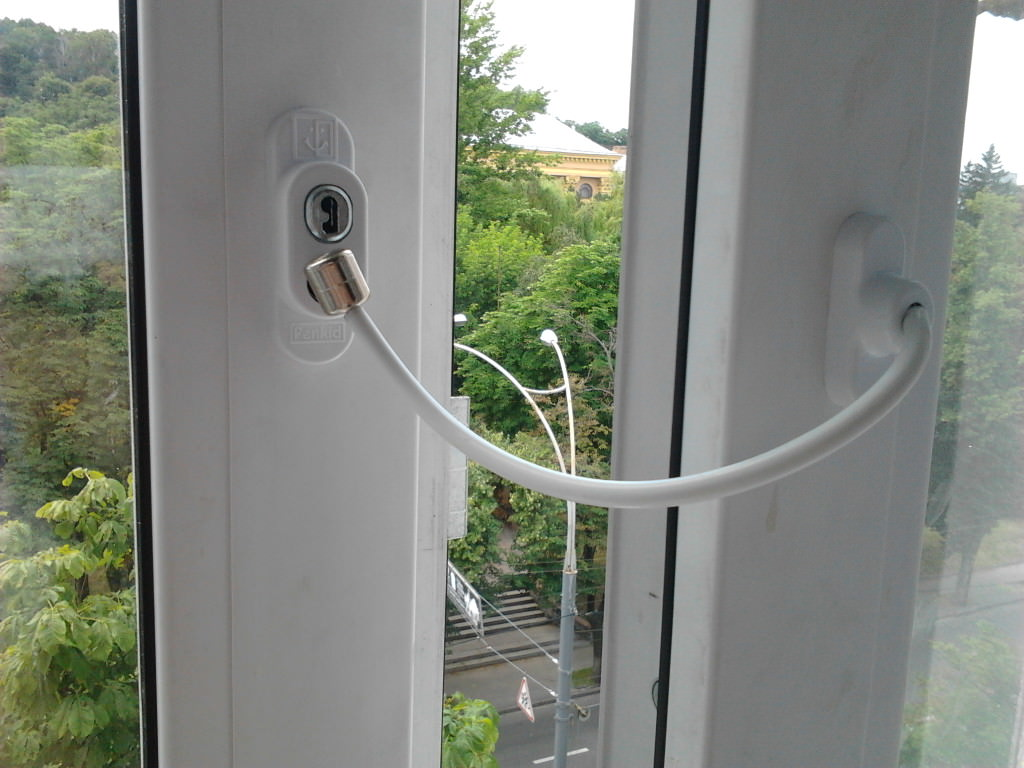 Замки на окна