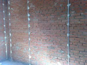 Маячки для выравнивания стен: процесс установки